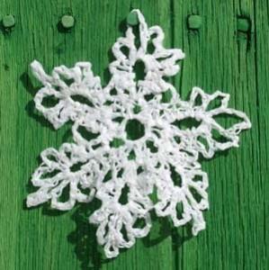 Можешь сделать нетающую вязаную снежинку.