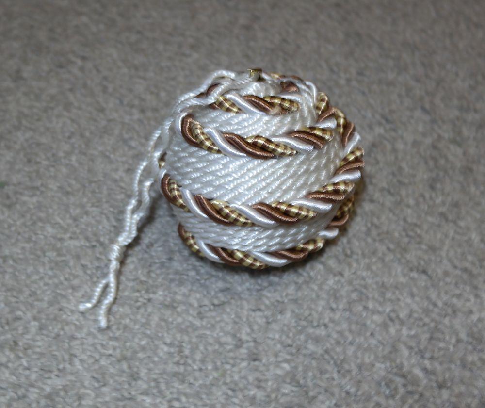Как украсить ёлочные шарики шпагатом или верёвкой