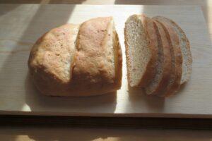 Как испечь хлеб быстро: батон с разными добавками за 1 час