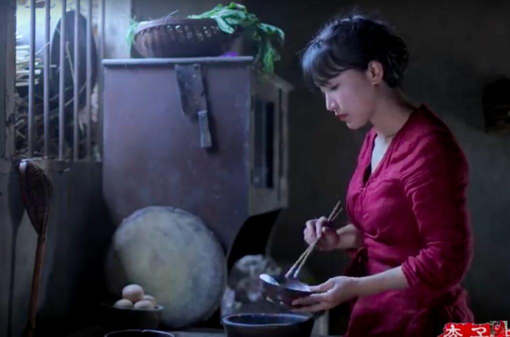 Женские блоги на Ютьюбе: Li Ziqi - та самая блогерша из Китая