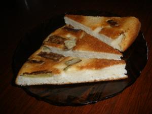 Весенние рецепты: шарлотка с ревенем и салат из крапивы